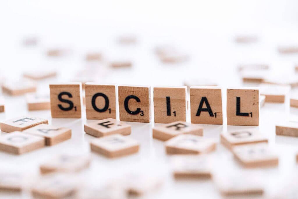 Pośrednia metoda link buildingu - linki w social media
